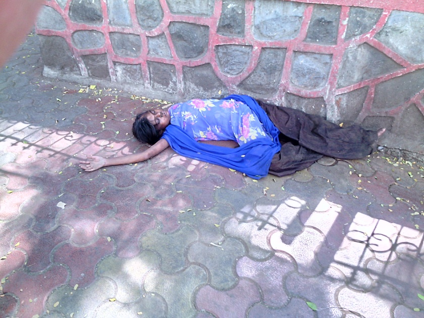 Dead child sex worker on the main street of Mumbai, 2014, photo courtesy of the Artist and PAULNACHE, photo by Sanjay Theodore.
